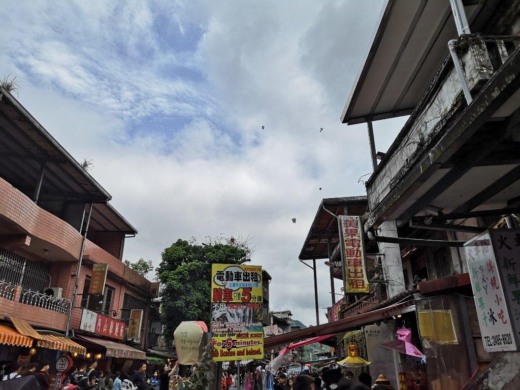 【台湾|十分】天燈(ランタン)とギリギリ電車、十分瀑布と見所満載な名所です【行き方・感想】