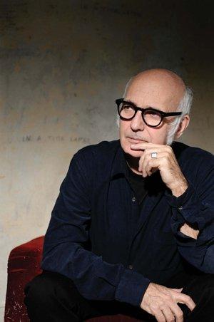 Ludovico Einaudi(ルドヴィコ・エイナウディ)を紹介!名曲『Nuvole Bianche(白い雲)』、映画『最強のふたり』などを手掛けたイタリアの巨匠